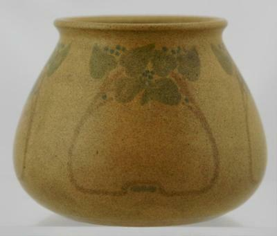 """Marblehead 3.5"""" Vase Decorated W/berries/leaves In A Matte Mustard Glaze Mint"""