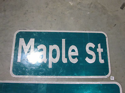 Maple St Street Sign