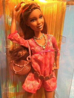 2009 ARTSY NIKKI Fashionistas Barbie Doll AA NRFB Articulated First Edition
