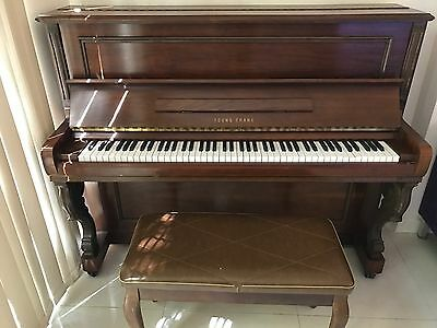 Upright Piano Young Chang