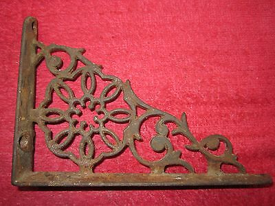 "VINTAGE 4"" x 6"" ORNATE CAST IRON WALL CORNER BRACKET / CORBEL"