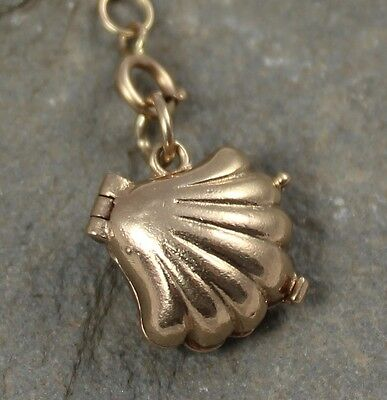 Lovely Vintage 1960's 9Ct Gold Oyster & Pearl Charm Pendant
