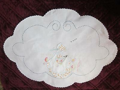 """Vintage  White Linen 23"""" x 16"""" Oval Table Cloth  Detailed Beautiful needlework"""