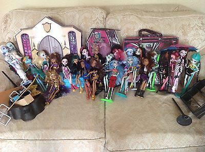 Monster High Job Lot 23 Dolls and Loads of accessories