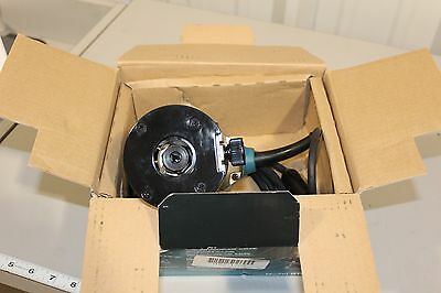 RT0701C Makita   1-1/4 HP Variable Speed Compact Router