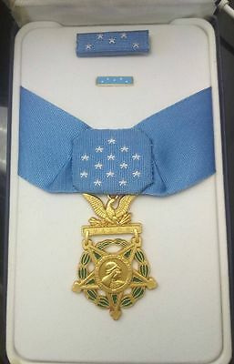 US Army MEDAL OF HONOR and RIBBON BAR - Full Size - American WW2 Replica Award