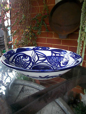 1980s VINTAGE LARGE BLUE/WHITE SERVING FRUIT DISPLAY BOWL ABSTRACT FISH PATTERN