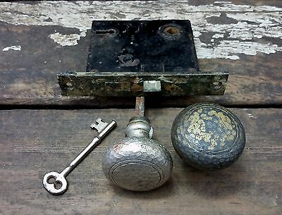 2 VTG Antque Old Hammered BRASS Door Knobs MORTISE Door Lock with Skeleton Key