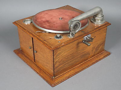 Antique Victor VV-IVa Table Top Phonograph Victrola Record Player