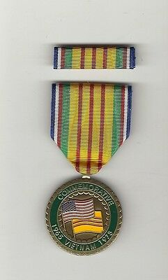 Vietnam VN War Service Commemorative Award medal with ribbon bar showing Flags
