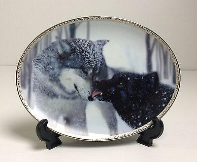 DEVOTION Oval Wolf Plate By Jim Dutcher 1st Issue TENDER MOMENTS 1998 Bradford