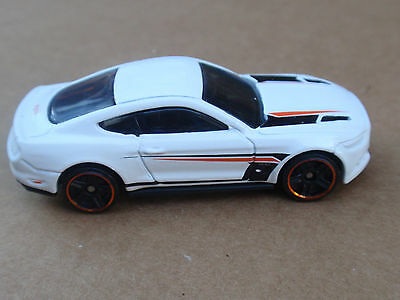 2016 Hot Wheels 15 Ford Mustang Gt 121 250 Muscle Mania Loose White