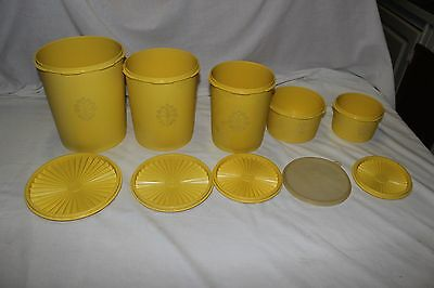 5 yellow vintage Servalier Tupperware canisters w. lids. 1 clear lid. Nesting