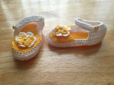 LOVELY HAND KNITTED YELLOW & WHITE BABY'S SHOES/SLIPPERS  with  FLOWER ON Xmas