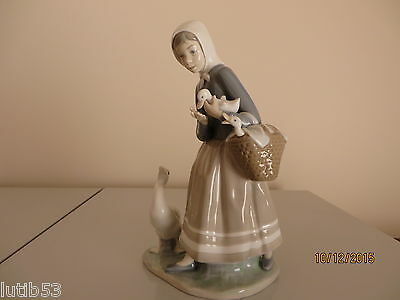 Lladro Goose Shepherdess With Ducks # 01004568 In Mint Condition