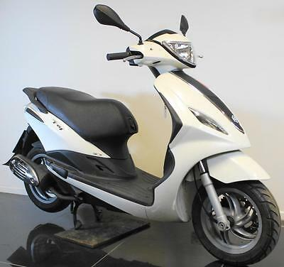 2015 15 Piaggio Fly 125 3V White Learner Legal Moped/scooter Trade Sale Cat D