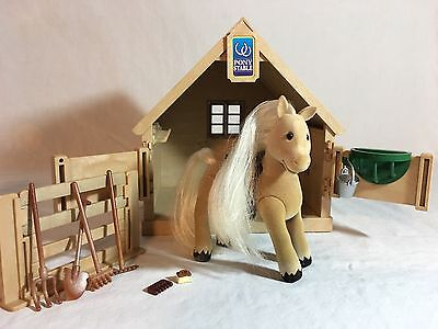 Calico Critters/sylvanian Families Stable With Horse/pony & Accessories