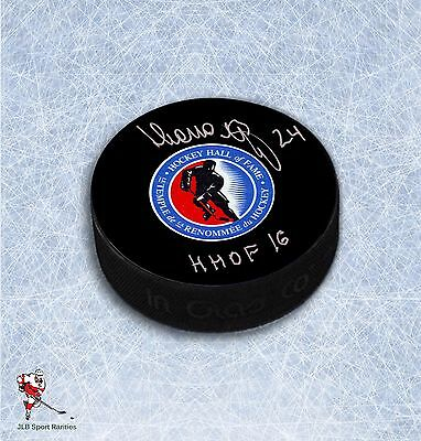 Sergei Makarov Hockey Hall of Fame Autographed Puck with HHOF 2016 Inscription