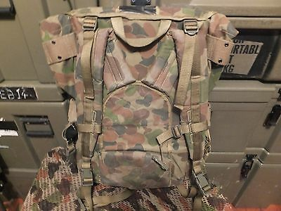 Ex Issue  Dpcu Auscam  Pack With Entrenching Tool Cover Obsolete
