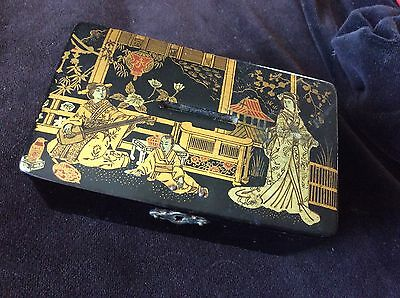 Antique Lacquered Japanese Meiji Period Traditional  Decorated Trinket Box
