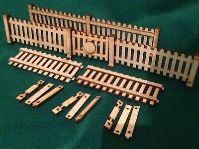 SIX WOODEN FENCE PANELS AND HINGED GATE for 16mm SCALE GARDEN RAILWAYS