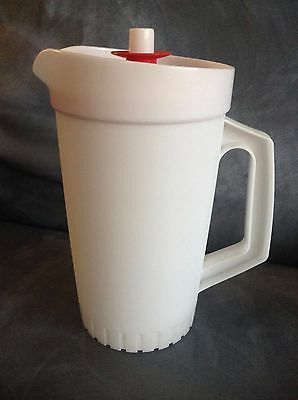 Tupperware White With Red Lid Old Fashioned Juice Drink Pitcher - Gently Used