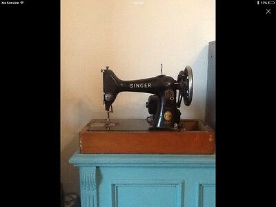 Vintage Working Singer Sewing Machine With Foot Pedal