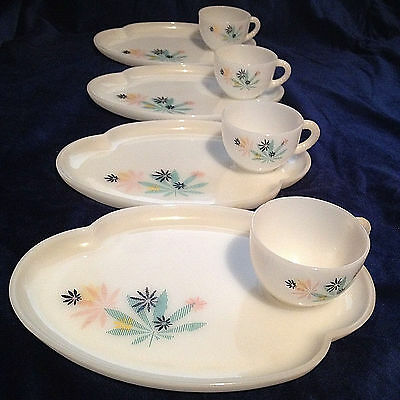 Vtg Patio Snack Set Federal Glass Atomic 8 Pc 1950's Milk Glass (1 Cup Chipped)