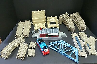 Thomas & Friends 35 Pieces Trackmaster Tan Beige Track Plastic Risers Huge Lot