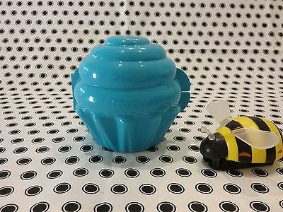 NEW Tupperware  Muffin /Cup Cake Keeper  Blue ��