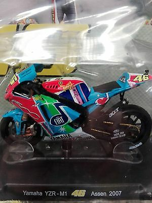 "VALENTINO ROSSI COLLECTION YAMAHA YZR-M1 "" Assen ""  2007 SCALA 1:18 #32"