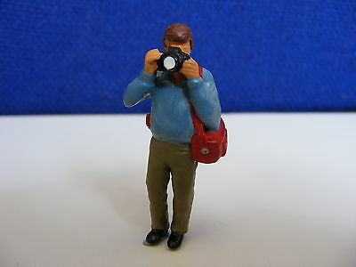 Photographer in Zip-Jacket & Bag - 1:43 O Gauge Painted Metal Model