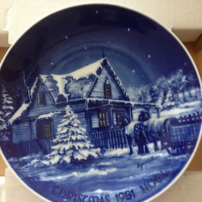Christmas 1981 Blue & White Collector Plate Sorrina Canada Roger Witmer