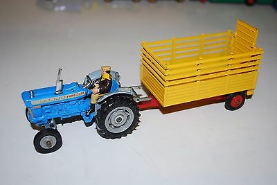 Corgi Gift Set No. 1 Ford 5000 Super Major Tractor & Beast Carrier