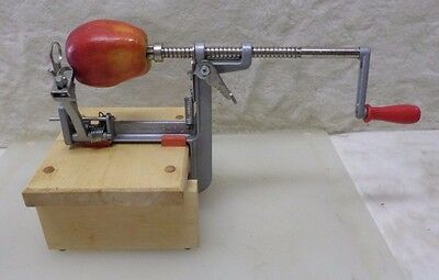 Pampered Chef Hand Crank Apple Peeler Corer With Wooden Stand A4062