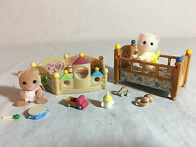 Calico critters/sylvanian families Nursery furniture With 2 Babies & Playpen