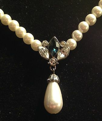 STUNNING VINTAGE FAUX PEARL NECKLACE w/ RHINESTONE FAUX PEARL  DANGLE PENDANT