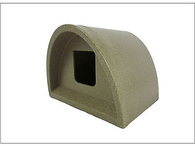 Wow!!! £42.00  Plastic Cat House Igloo Pod Cat Shelter / Kennel Cat House