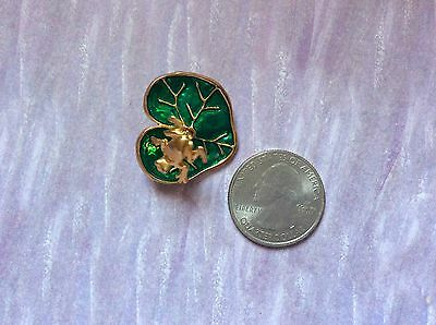 Frog on Lilly pad emerald green enameled gold tone brooch pin jewelry 8.3 grams