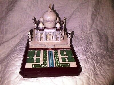 Lenox Taj Mahal Castles Of The World Collection (1995).