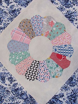 """15"""" DRESDEN PLATE QUILT BLOCK on FEEDSACK by HAND w/invisible applique c1930's"""