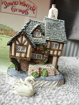 David Winter Cottages Swan Upping Cottage Mint Boxed & COA