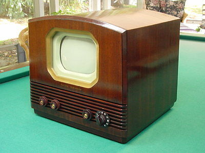 "Vintage 1950 Philco 50-T702, 7"" Table Top TV in Mahogany Veneer Cabinet."
