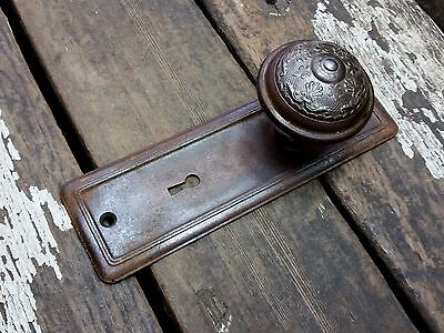 VTG Antique Old FANCY Shabby Fleur de Lis Door Knob & Metal Rustic Backplate