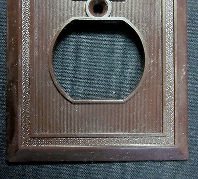 Antigue Homart Deco Pebbled Frame Thin Lines Brown Bakelite Outlet Plate Cover