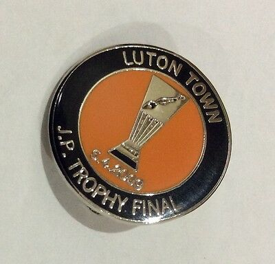 LUTON TOWN Badge Football Club FC Enamel Supporters J.P Trophy Final 2009. Pin 2