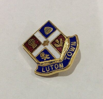 LUTON TOWN Badge Football Club FC Supporters Old Vintage Pin. CHRISTMAS PRESENT