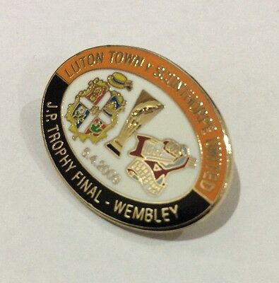 LUTON TOWN Badge Football Club FC Enamel SCUNTHORPE UNITED JP Trophy 2009 Pin 1