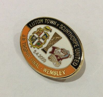 LUTON TOWN Badge Football Club FC Enamel SCUNTHORPE UNITED JP Trophy 2009 Pin 2
