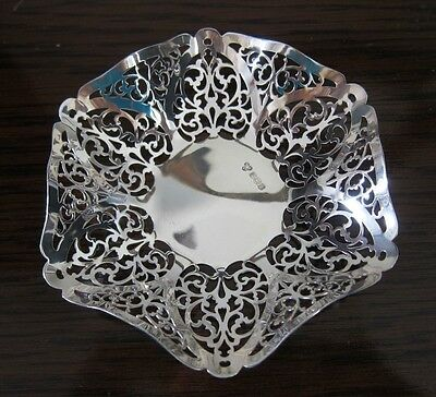 Beautiful wavy sided solid silver bonbon dish, with pierced decoration. 1969, br